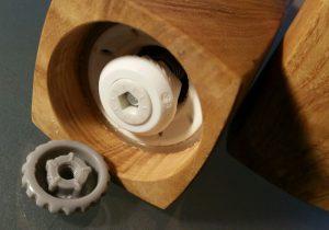 Pflege und Wartung von Holz und Mahlwerk - Einbau Keramik-Kegel