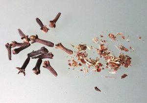 Zerkleinern und Mahlen von Nelken im Keramikmahlwerk - kein Problem